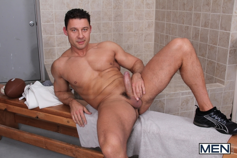 Caught In The Shower - Tyler Sweet - Robert Van Damme - Big Dicks At School - Men of Gay Porn - Photo #2