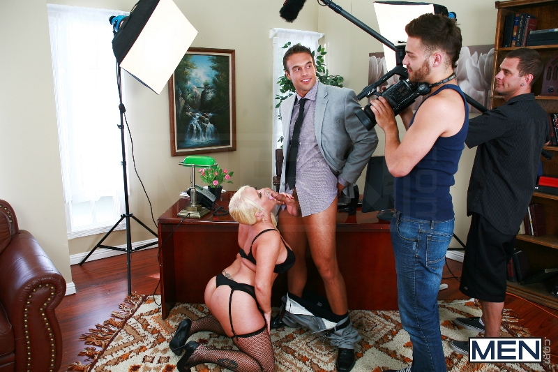 Rocco Reed's Debut - Tommy Defendi - Rocco Reed - Str8 To Gay - Men of Gay Porn - Photo #4