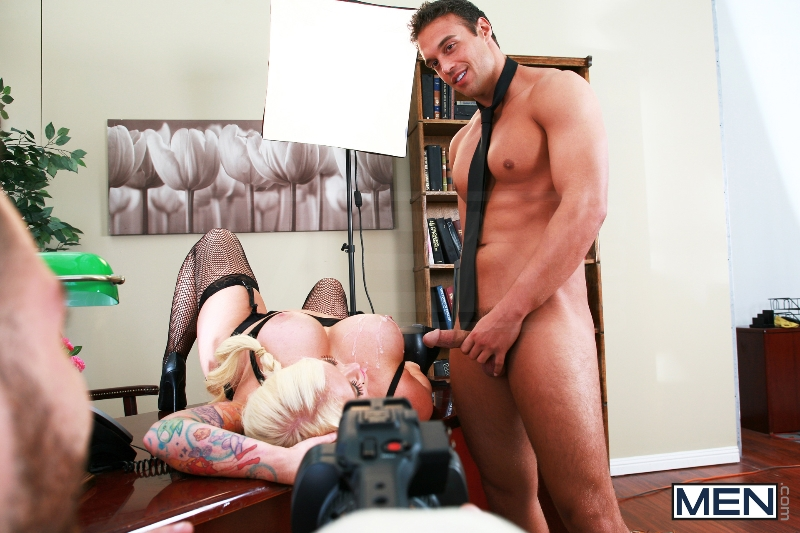 Rocco Reed's Debut - Tommy Defendi - Rocco Reed - Str8 To Gay - Men of Gay Porn - Photo #5