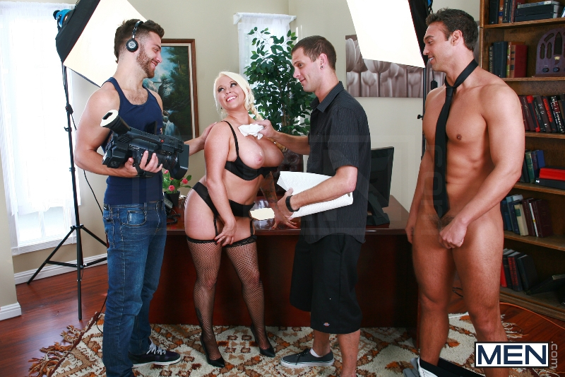Rocco Reed's Debut - Tommy Defendi - Rocco Reed - Str8 To Gay - Men of Gay Porn - Photo #7