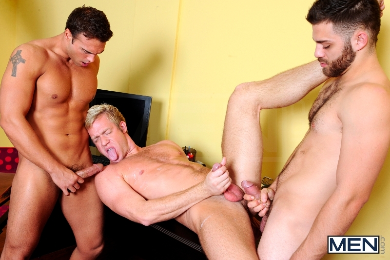Photo Shooter - Christopher Daniels - Tommy Defendi - Rocco Reed - Drill My Hole - Men of Gay Porn - Photo #16