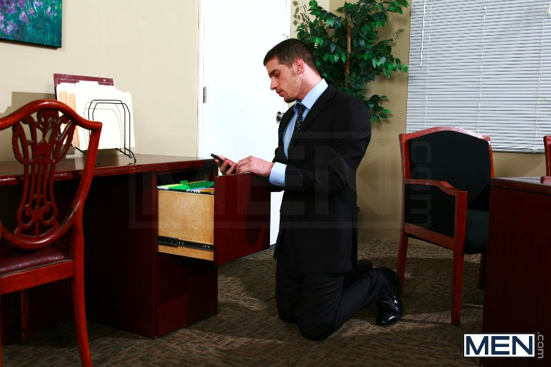 Sext In The Workplace - Trenton Ducati - Ty Roderick - The Gay Office - MEN.COM - Photo #5