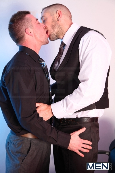 The Cable Guy - Harley Everett - Scott Hunter - UK - MEN.COM - Men of Gay Porn - Photo #4